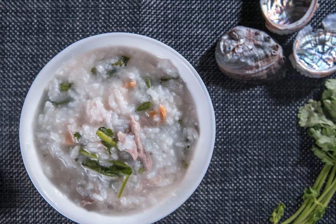 这碗鲍鱼燕窝粥真是太好吃了,我一口气吃了一锅!「盏约花式燕窝」